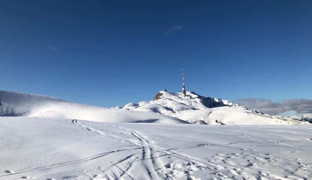 Rodelhügel, Skitourenroute und Gipfelweg sind bereit