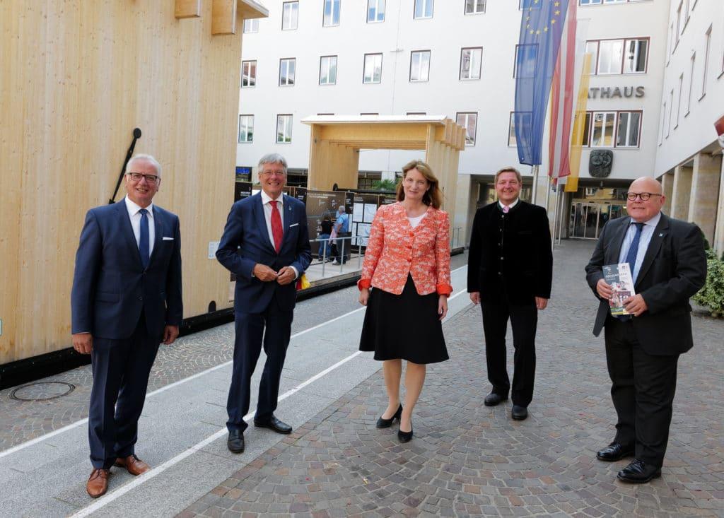 """Mobile Ausstellung"" am Rathausplatz eröffnet"