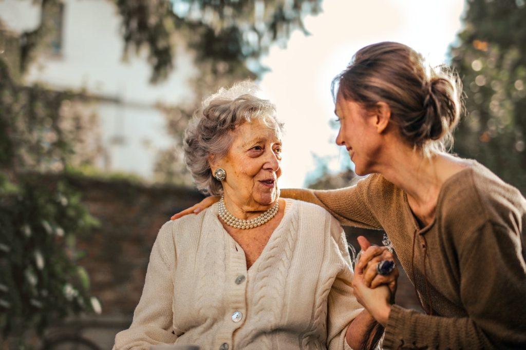Pflege von Angehörigen: Frauenbüro unterstützt VHS-Kurs